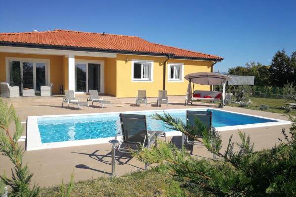 Labin, Istria, bella casa al piano terra con piscina e cucina estiva