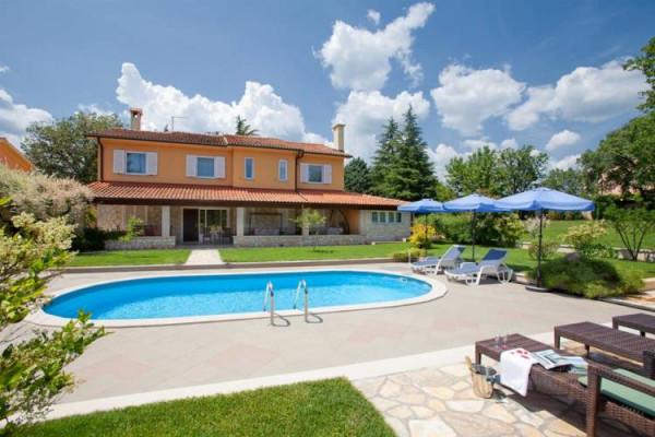 Labin, Istria, casa con piscina vicino al centro città
