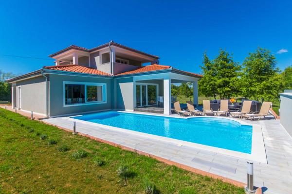 Labin, Istria, bellissimo nuovo edificio con piscina vicino alla città